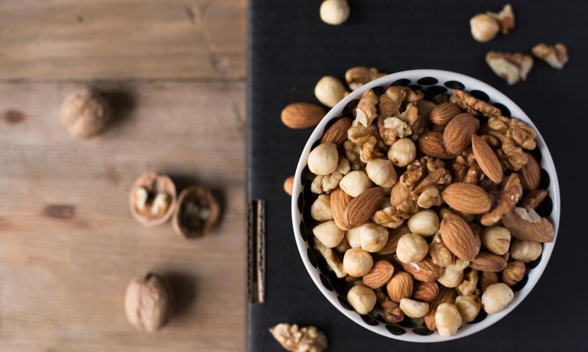 Whether it is possible to eat nuts at weight loss