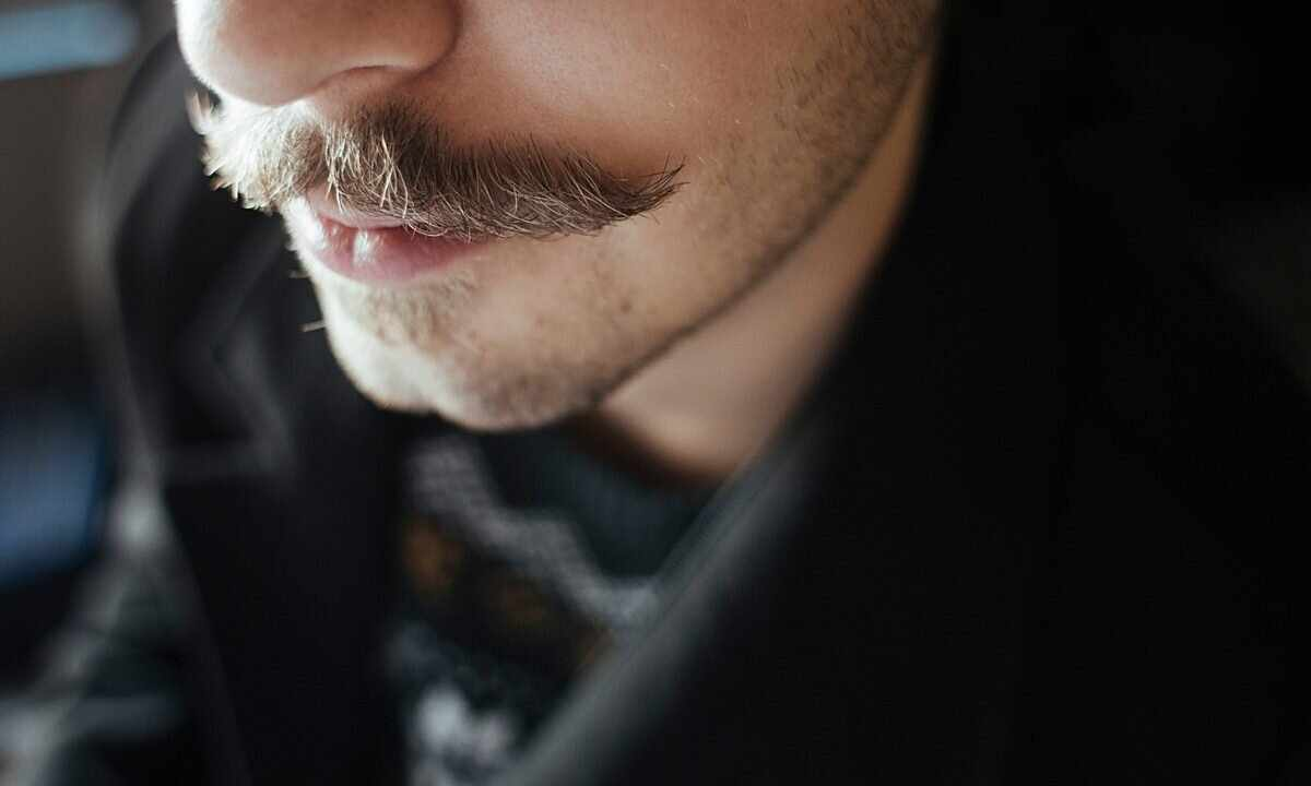 How to decolour short moustaches over upper lip