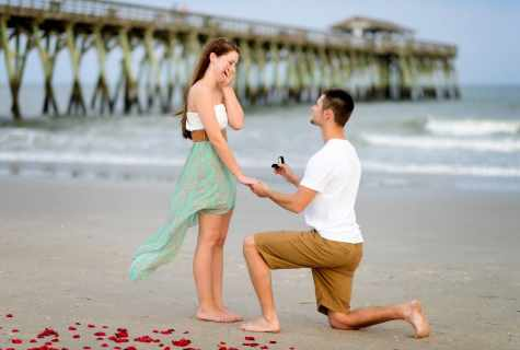 As it is unusual to make the girl the proposal