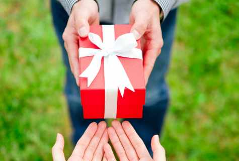 How to choose a gift to the close friend